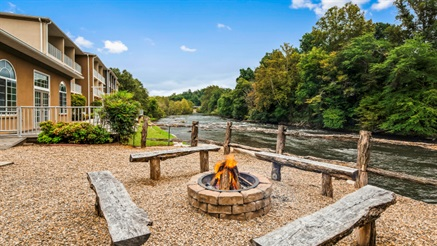 Best Western Plus River Escape