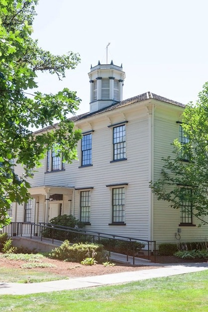 Abbot Alumni Center - 6