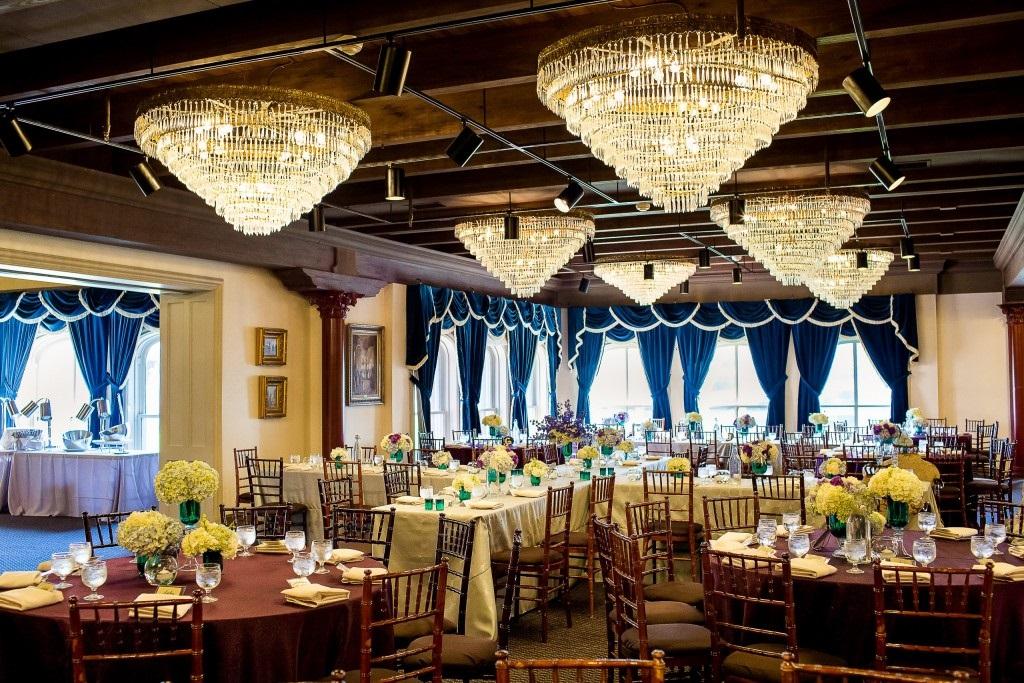 1840s Ballroom Plaza - 6