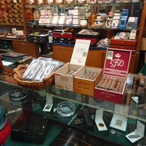 Davis & Son Tobacconist LaFlor Dominicana Cigar Event!!!